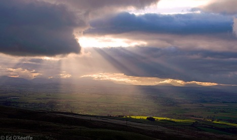rays_of_light_through_clouds